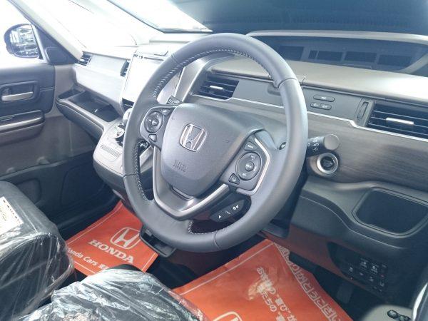 フリードの運転席画像