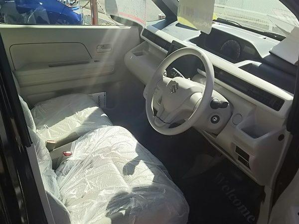 ワゴンRの運転席画像