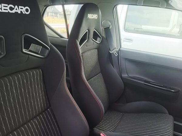 アルトワークス5MTの運転席画像