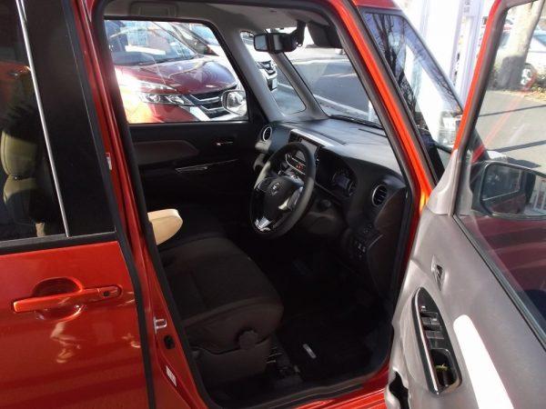 デイズルークスの運転席画像