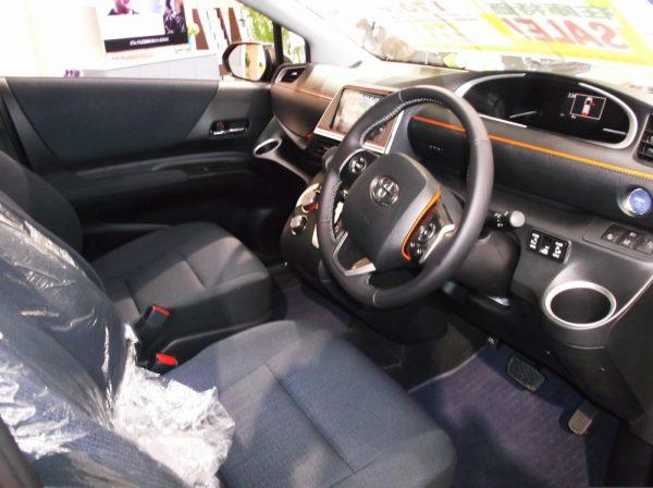 シエンタ運転席画像