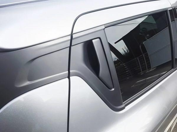 新型スイフトの後部座席ドア