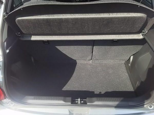 新型スイフトRStの荷室スペース