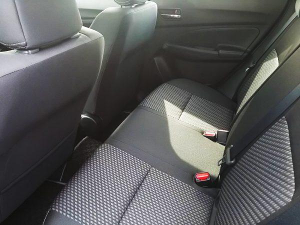 新型スイフトRStの後部座席