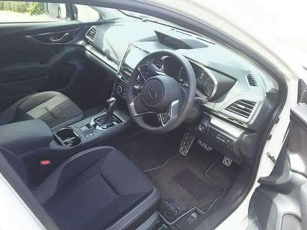 インプレッサの運転席