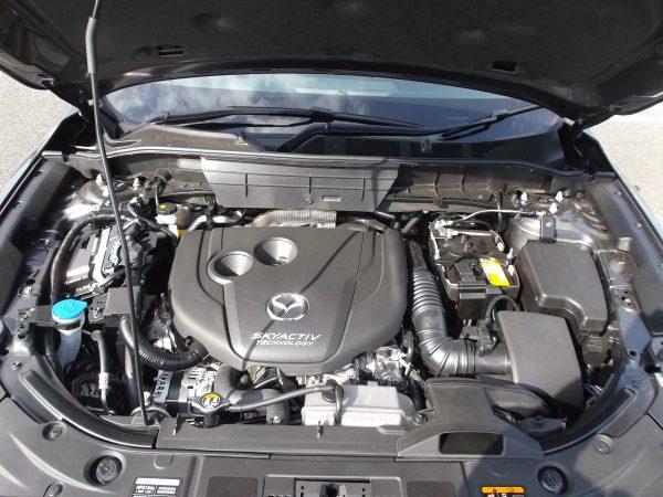 CX-5ディーゼルのエンジンルーム