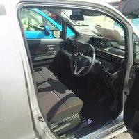 ワゴンRスティングレー・ハイブリッドTターボの運転席画像