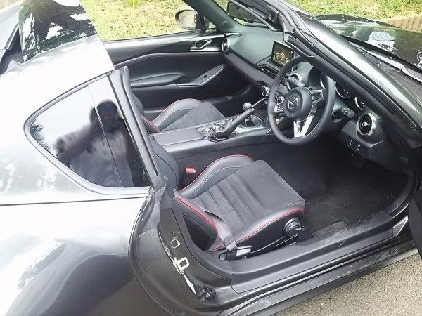 ロードスターRFの運転席