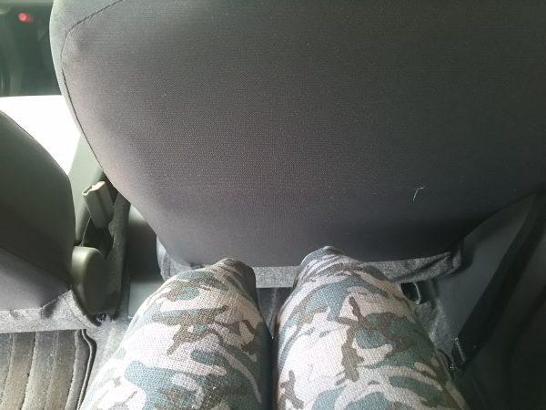 新型ミライースの後部座席に座ってみた画像