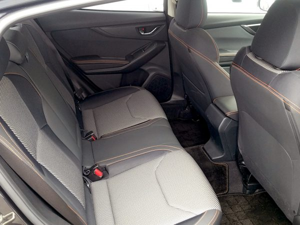 XVの後部座席画像