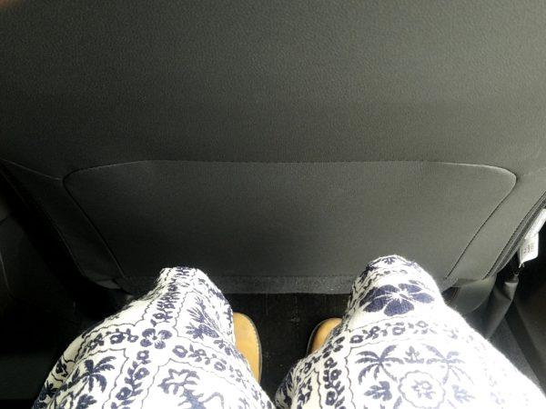 XV後部座席の足元画像