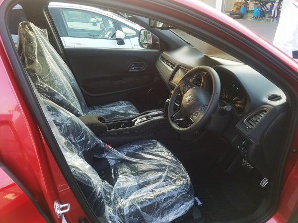 ヴェゼルRSの運転席画像