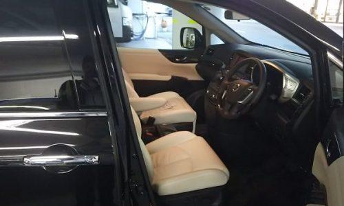 エルグランドの運転席画像