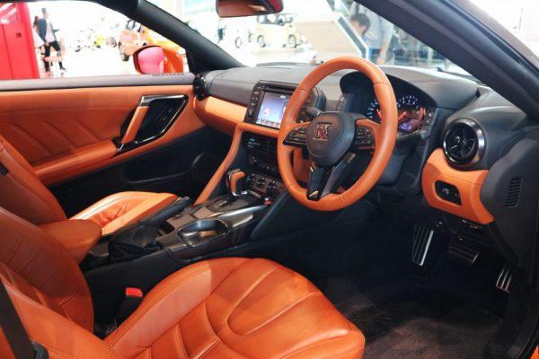 GT-Rの運転席画像