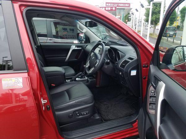 ランドクルーザープラドの運転席画像