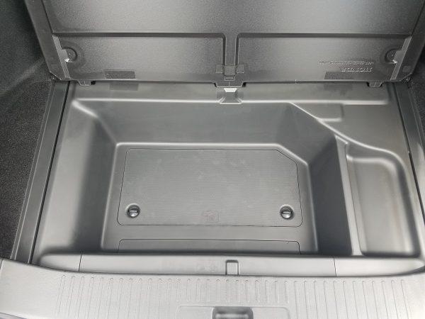 シャトルの荷室、床下収納