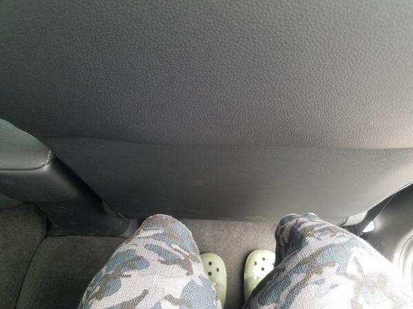 シャトル後部座席の足元