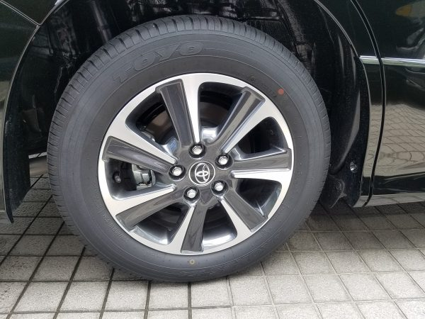 新型ヴォクシーZSのタイヤ