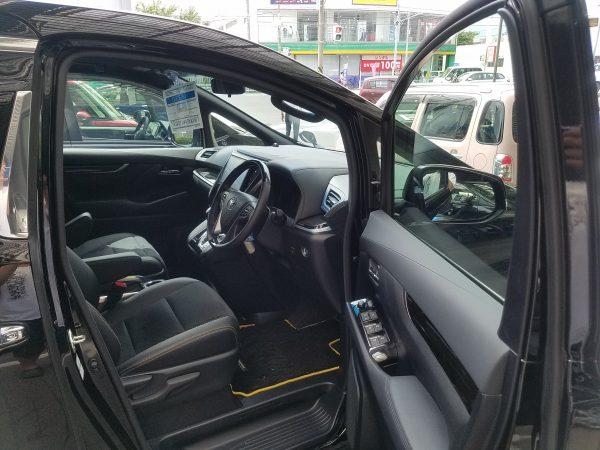 ヴェルファイアの運転席画像