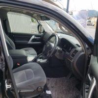 ランドクルーザーの運転席画像