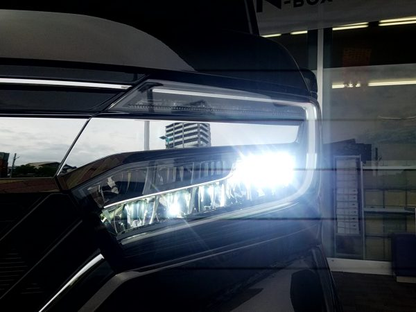 新型N-BOXのヘッドライト