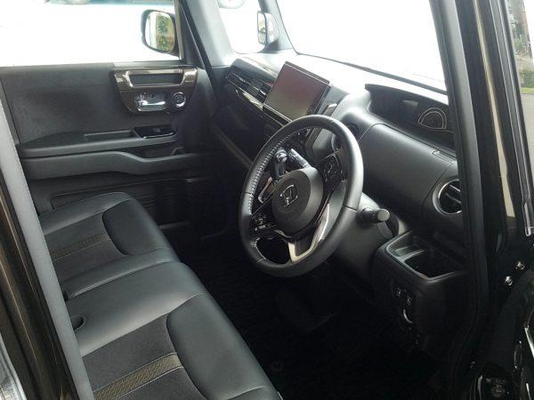 新型N-BOXの運転席