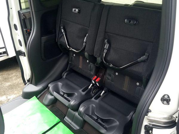 新型N-BOXの後部座席をチップアップ