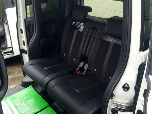 新型N-BOXの後部座席