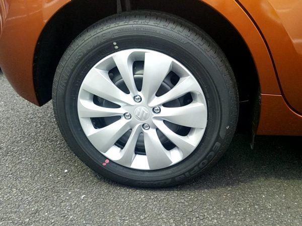 バレーノのタイヤ画像