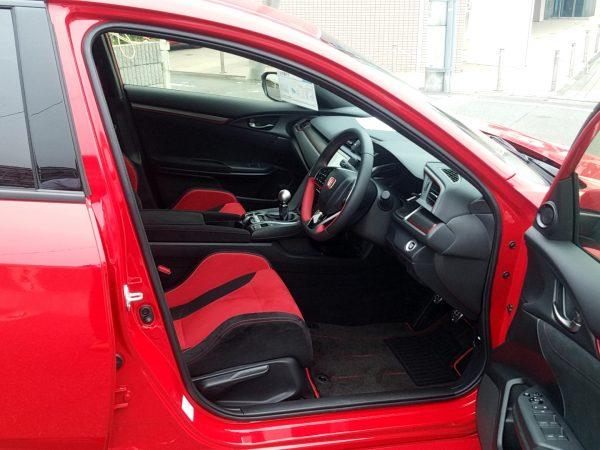 シビックタイプRの運転席画像