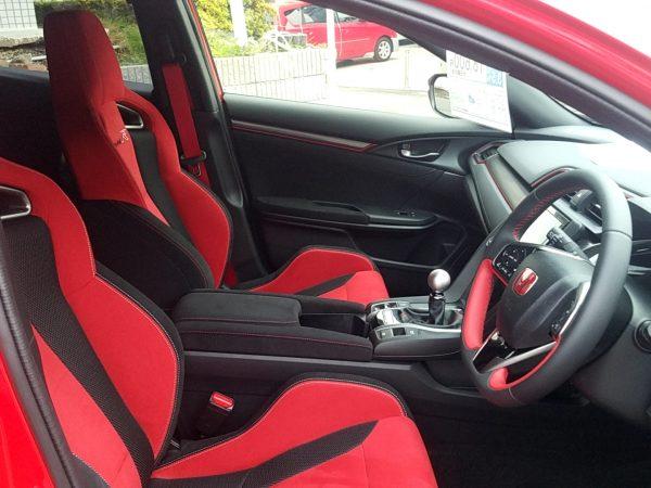 シビックタイプRの運転席