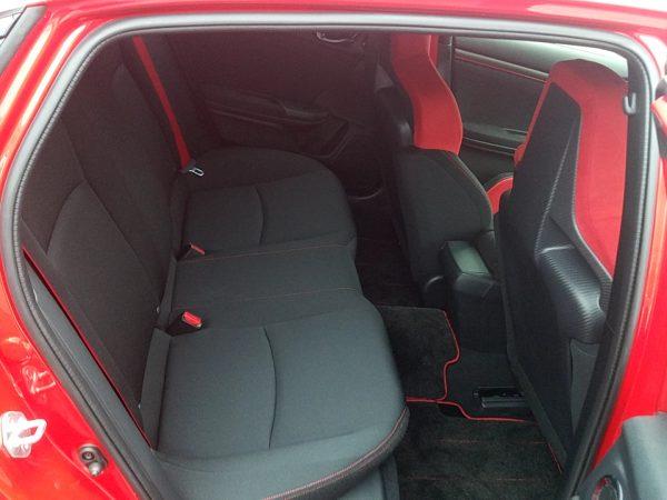 シビックタイプRの後部座席