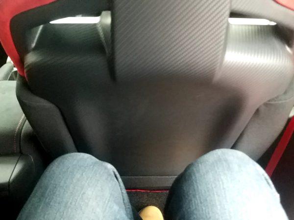 シビックタイプRの後部座席の足元
