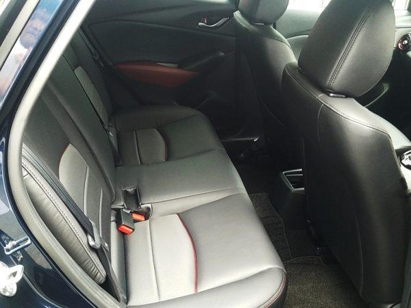 マツダCX-3の後部座席