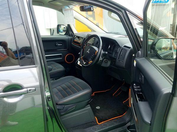 デリカD:5の運転席