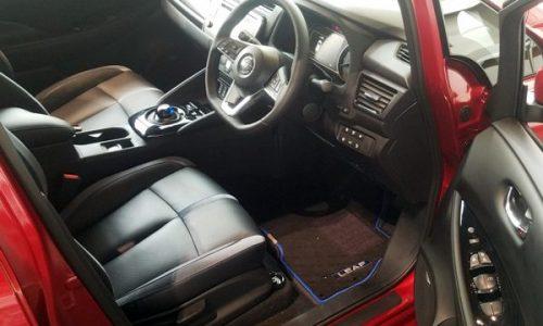 新型リーフのの運転席