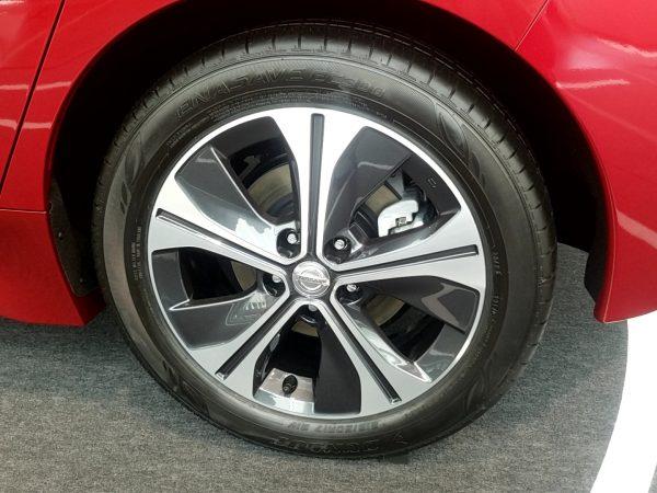 新型リーフのタイヤ