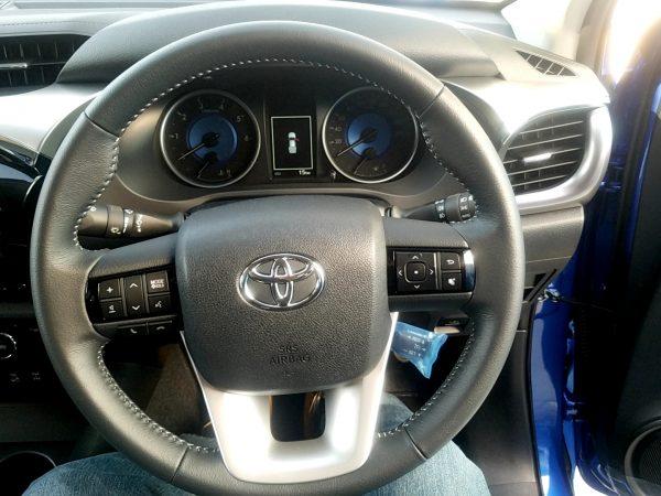 トヨタ「ハイラックス」のハンドル画像