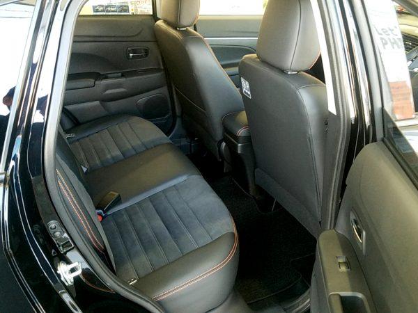 RVR『アクティブギア2WD』の後部座席