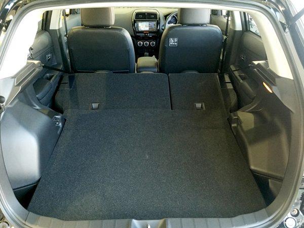 RVR『アクティブギア2WD』後部座席を倒した時の荷室