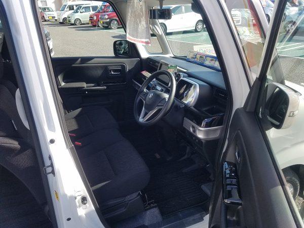 スペーシアカスタム・ハイブリッドGSの運転席画像