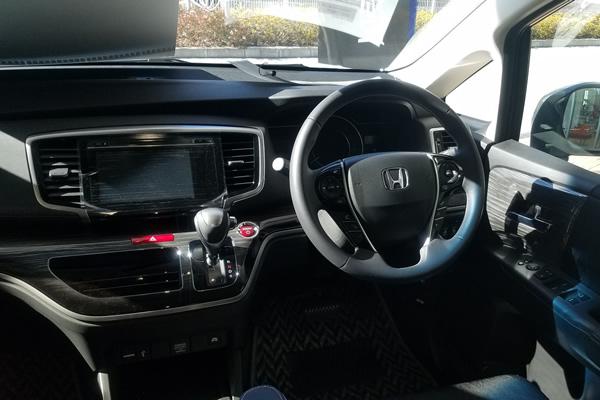 オデッセイハイブリッド・アブソルートEXの運転席画像