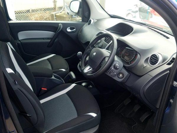 カングー・ゼンの運転席画像