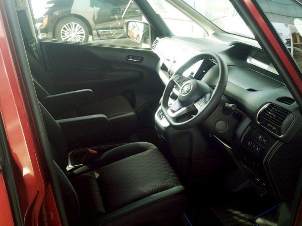 セレナe-POWERの運転席画像