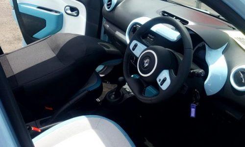 トゥインゴの運転席画像