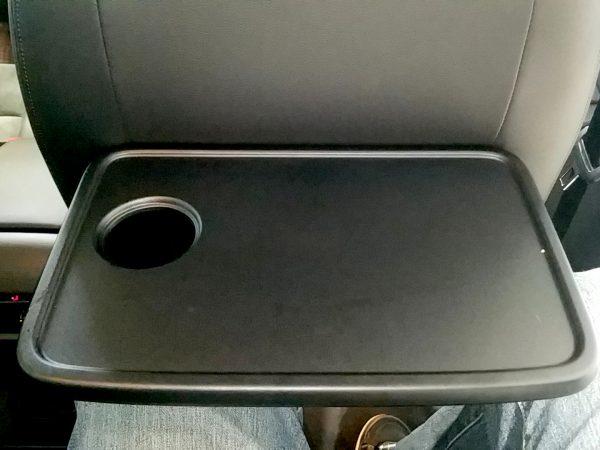 「シャラン」TSIハイラインのシートバックテーブル画像