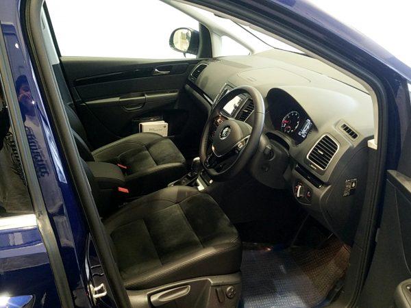 「シャラン」TSIハイラインの運転席画像