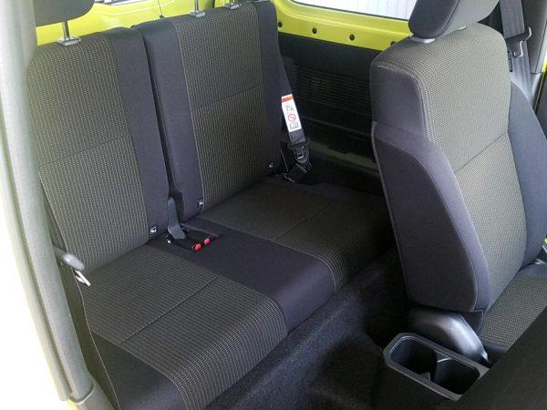 新型ジムニーXCの後部座席