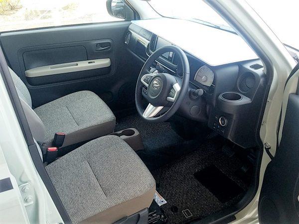 ミラトコットの運転席画像