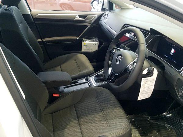 「ゴルフ」TSI Comfortline Tech Editionの運転席画像